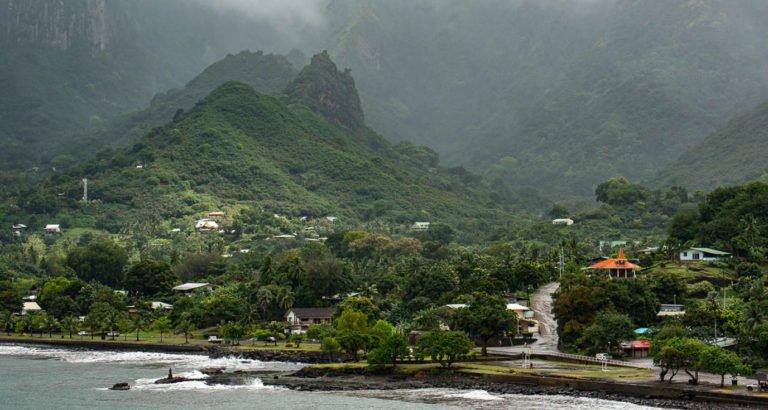 Exploring the town of Taioha'e