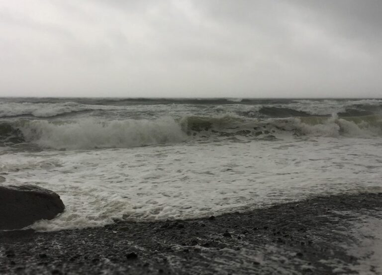 Winds, waves, and extreme weather