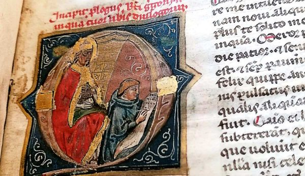 Historiated initials and the medieval selfie