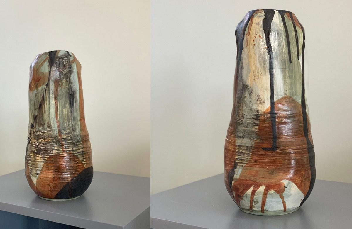 Tall pottery vase (19J)