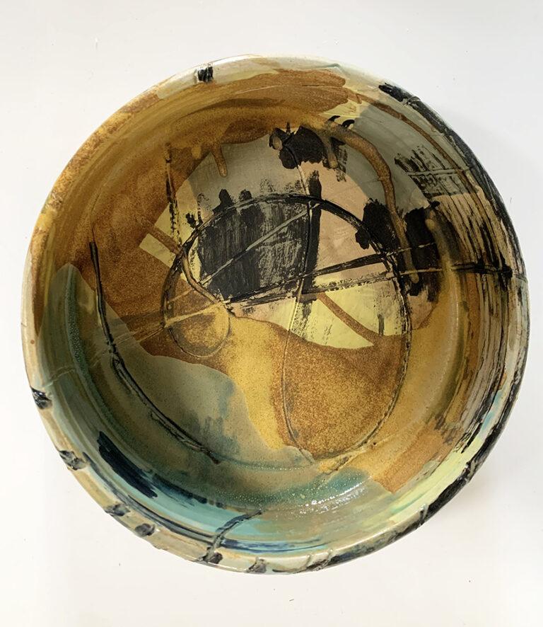 Shallow round pottery vase (14M)