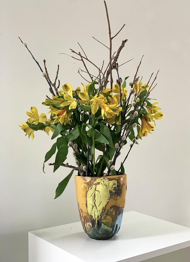 Wide pottery vase (11T)