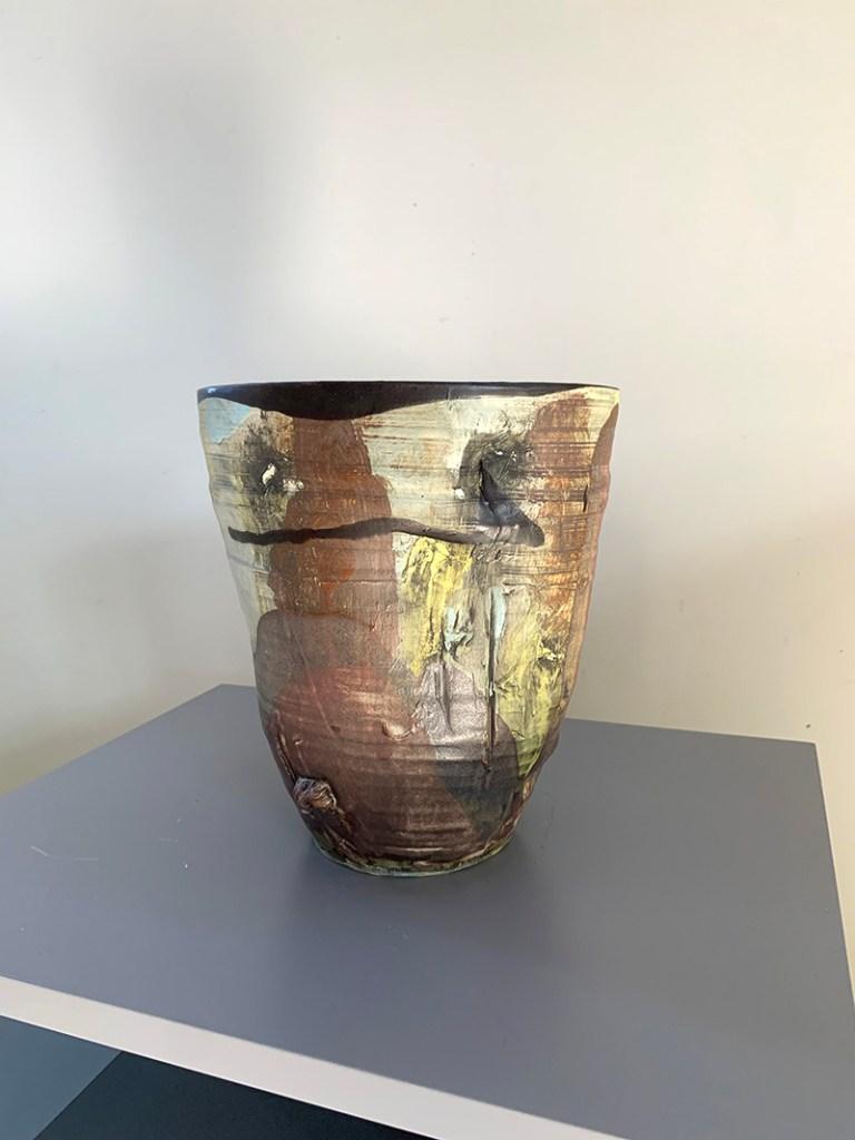 Wide pottery vase (15Q)