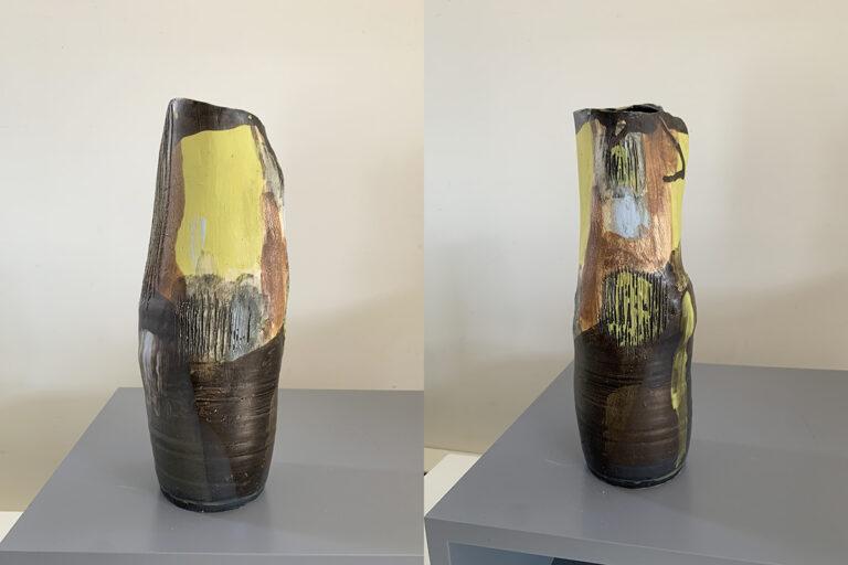 Tall pottery vase (3H)